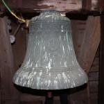 Die größte historische Glockenspielglocke (Ø 69 cm) hängt noch als Läuteglocke im Kirchturm Putzar.